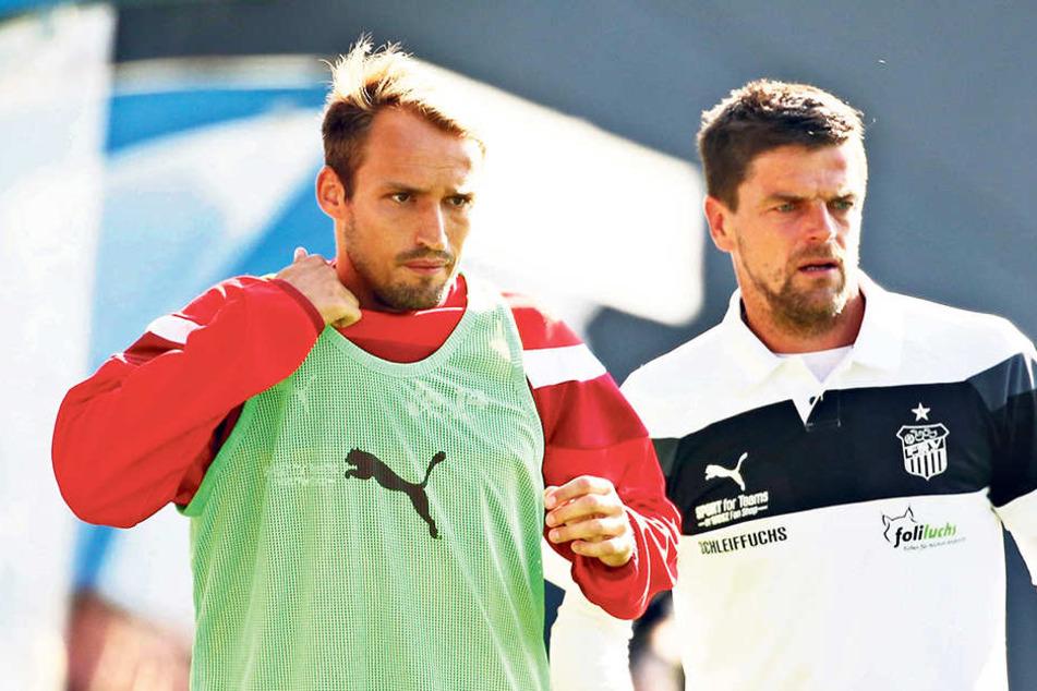 Auf FSV-Coach Torsten Ziegner (r., mit Kapitän Toni Wachsmuth) wartet in den kommenden Tagen ein Berg Arbeit.