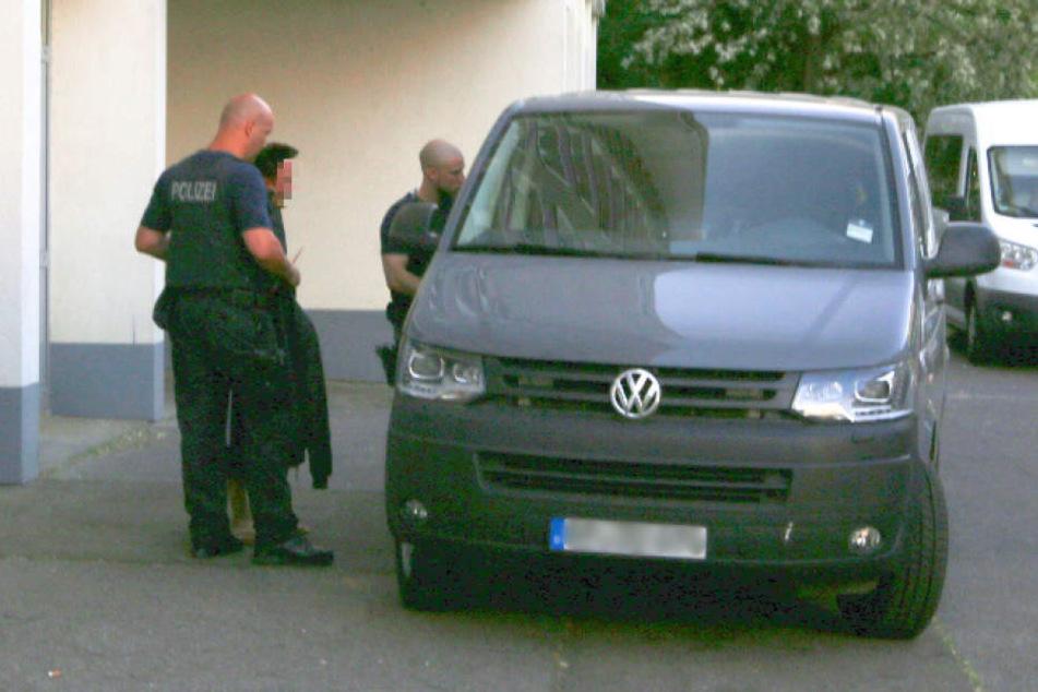 Polizei geht gegen mutmaßliche Schleuser vor