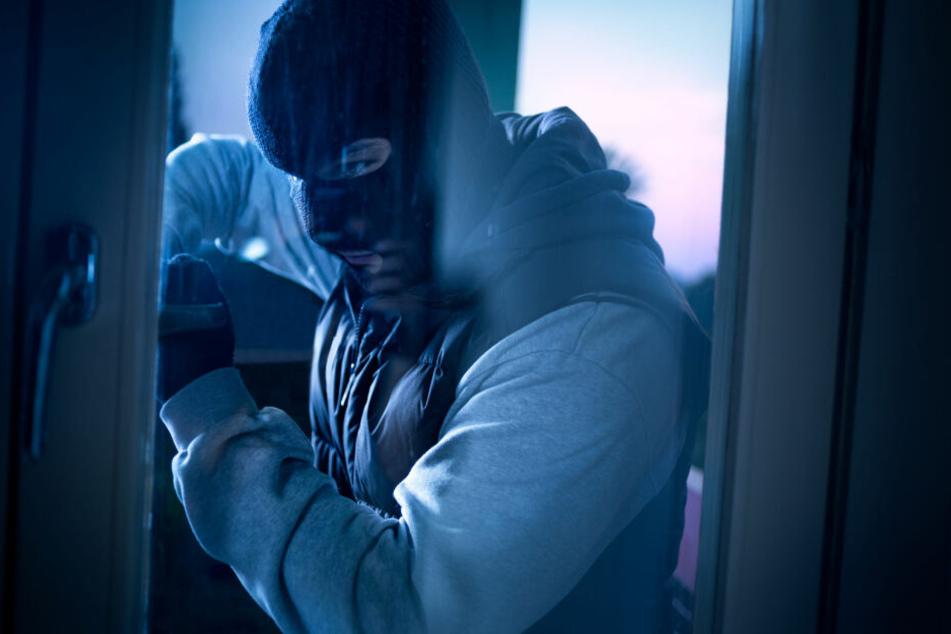Der Mann soll in die Wohnung eines Staatsanwaltes und einer Richterin eingebrochen sein (Symbolbild).