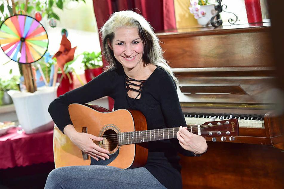 Ob am Klavier, mit Gitarre oder einfach nur mit ihrer Stimme: Auf dre Bühne  fühlt sich Romy Borowy (32) richtig wohl.