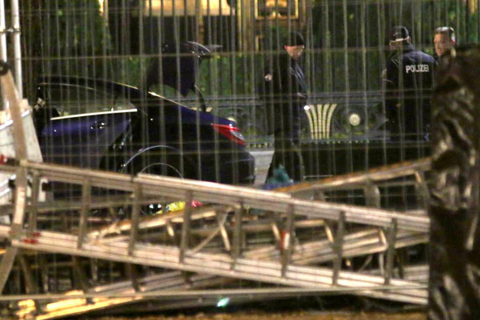 Berlin: Verdächtiger Gegenstand vor russischer Botschaft in Berlin: Bombenentschärfer vor Ort