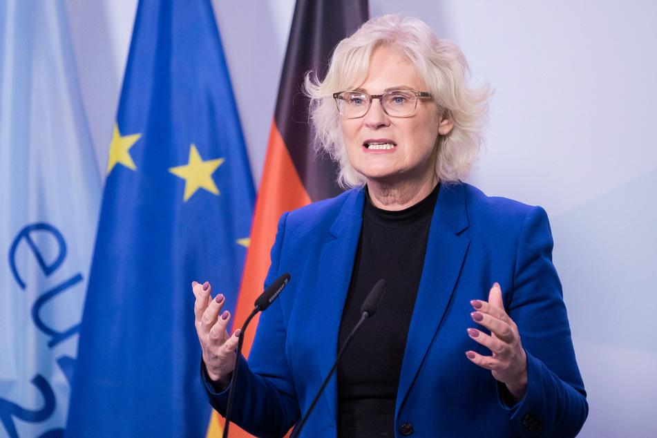 Bundesjustizministerin Christine Lambrecht (55, SPD) bei einer Pressekonferenz in Berlin.