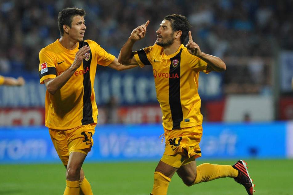 Anthony Losilla (l.) feiert einen Treffer von Cristian Fiel gegen den VfL im Juli 2013 gemeinsam mit dem heutigen Dynamo-Coach.