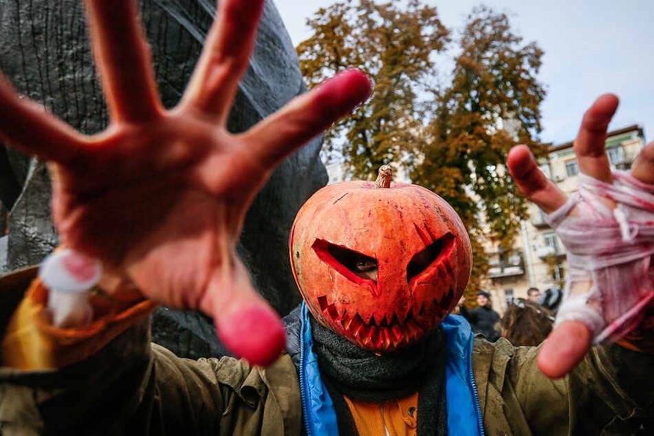 Mit einer Halloween-Demo wollen linke Aktivisten in Leipzig gegen Rechts demonstrieren. (Symbolbild)