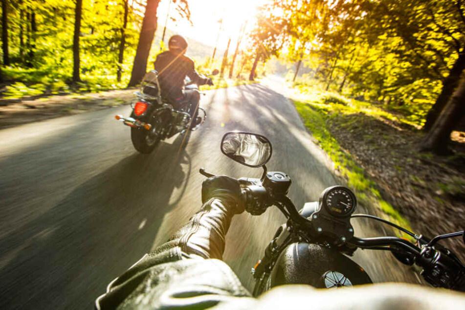 Viele Biker nutzten das gute Wetter noch einmal für eine Motorrad Tour. (Symbolbild)