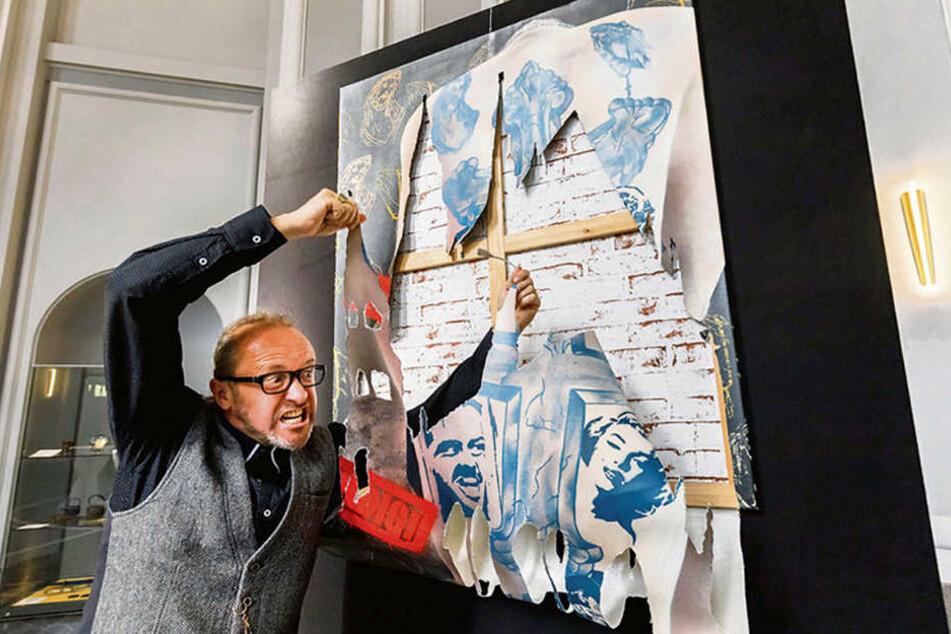 """Streetart-Künstler Jens """"Tasso"""" Müller (52) übergab gestern sein Bild """"Schuldig!/Blick frei!"""" an die Kunstsammlungen Zwickau."""