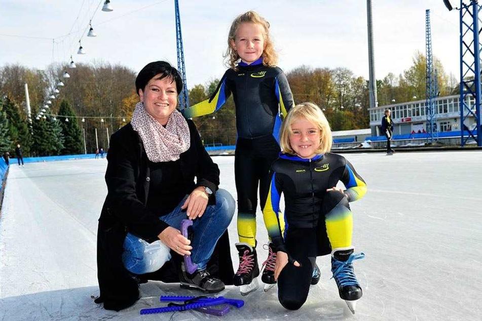 Janina Heß mit ihren beiden Töchtern.