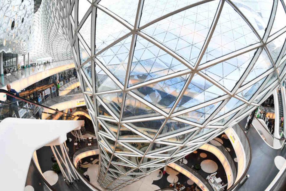 Das Einkaufscenter MyZeil ist vor allem für seine lange Rolltreppe bekannt.