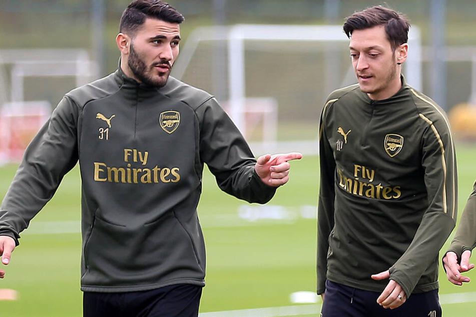 """Ein Sprecher des FC Arsenal sagte am Freitag gegenüber der DPA: """"Beiden geht es gut und sie werden heute trainieren."""""""