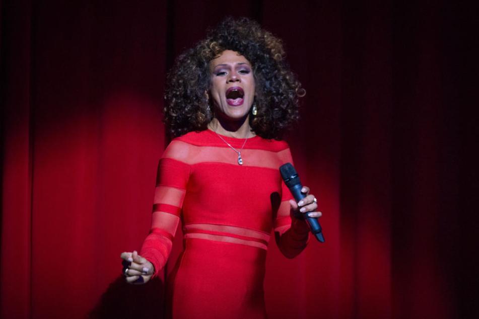 """Ikenna Beney Amaechi klingt und sieht aus, wie die vor fünf Jahren verstorbene Pop-Diva Whitney Houston (""""I will always love you"""")"""