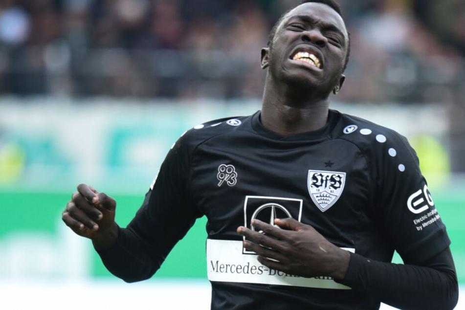 VfB-Stürmer Silas Wamangituka ärgert sich nach seiner vergebenen Großchance.