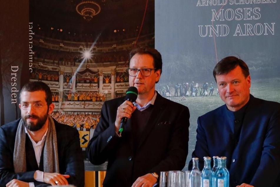 Am 22. Februar präsentierte der neue Intendant der Semperoper Peter Teiler (Mitte) den neuen Spielplan für 2018/19.