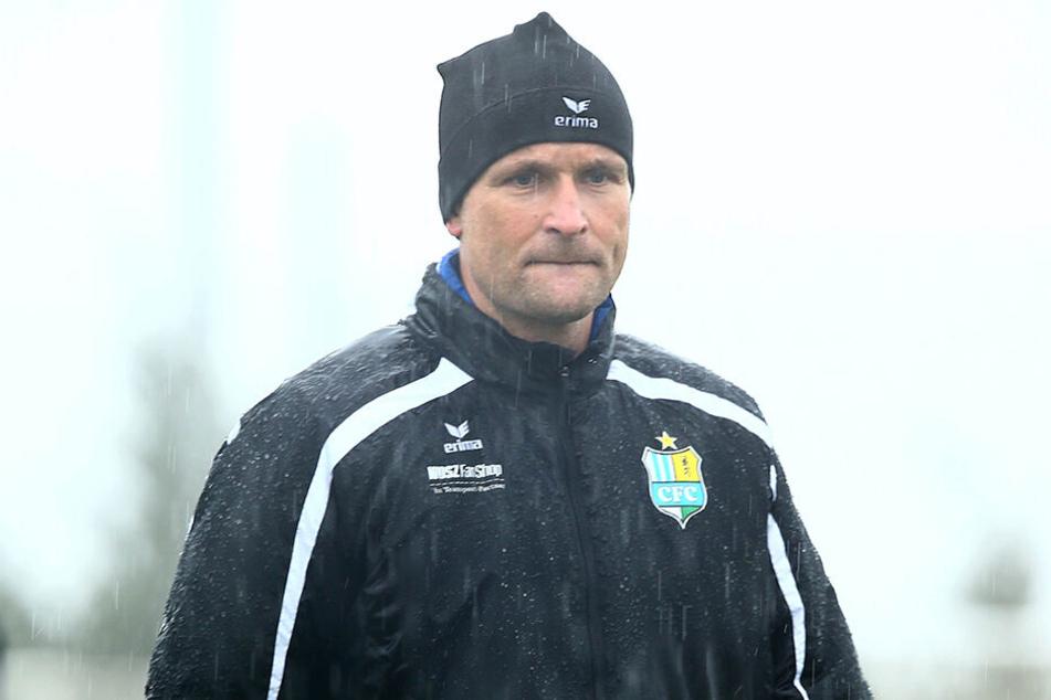 Trainer David Bergner zog das Trainingsprogramm trotz Regen durch.