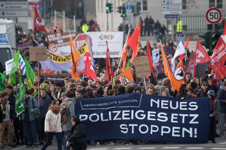 In Potsdam haben über 1000 Menschen gegen das neue Polizeigesetz demonstriert.