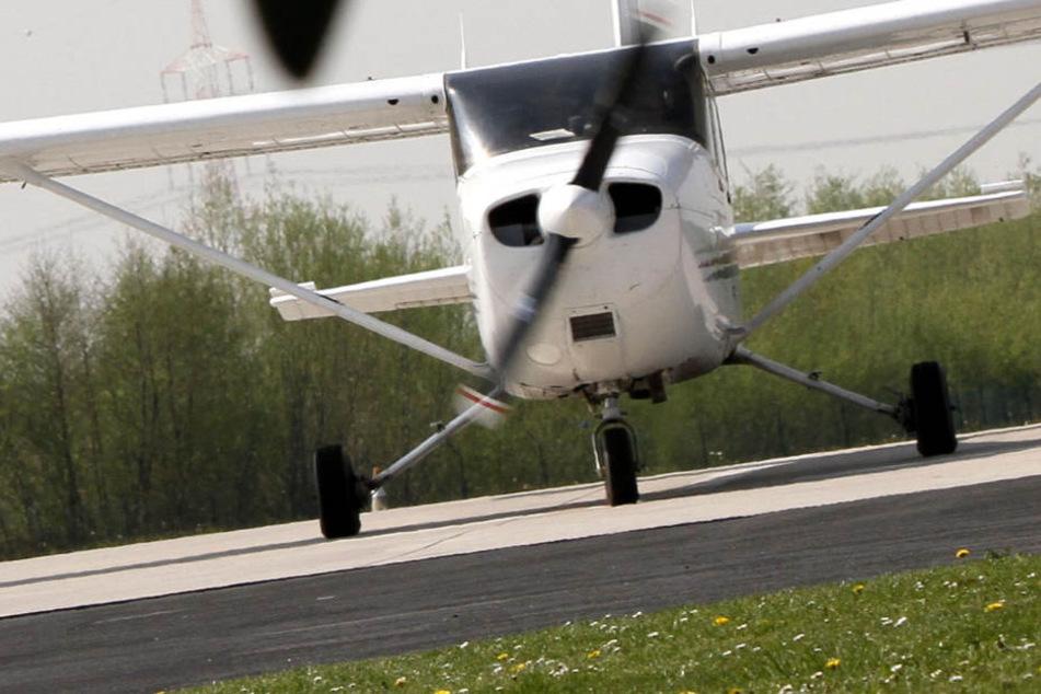 Schrecklich! Propellermaschine stürzt ab: Vier Personen an Bord