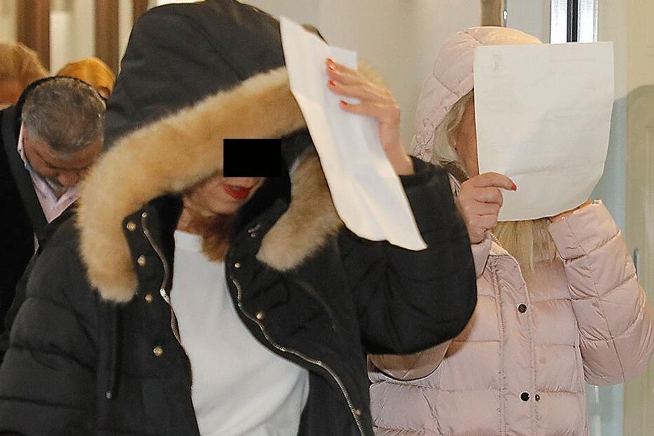 Bozena D. (46, l.) und Magdalena M. (64) kamen mit Bewährungsstrafen davon.