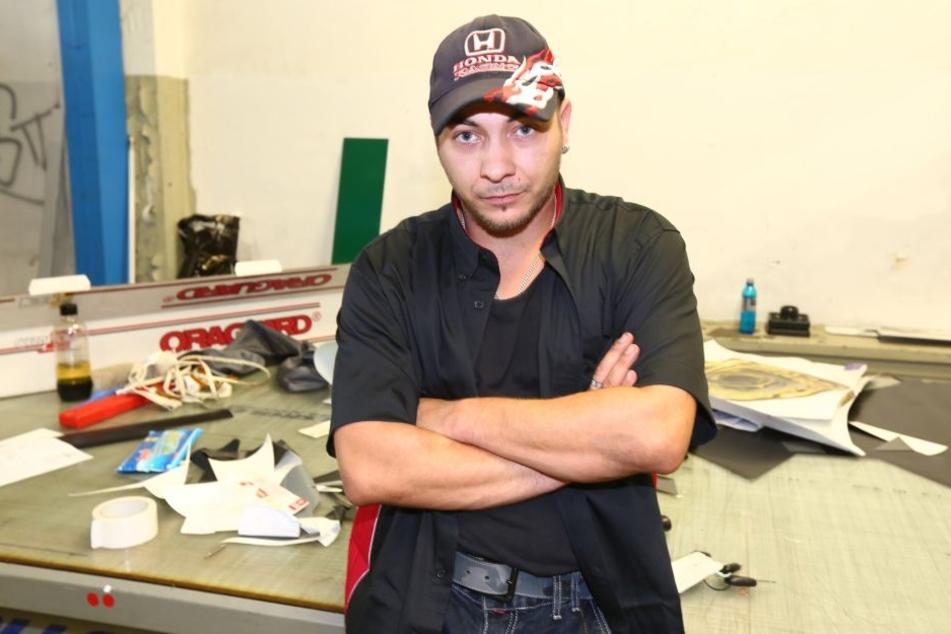 Philipp Syrbe (40) ist sauer: Einbrecher randalierten in seiner  Werkstatt.