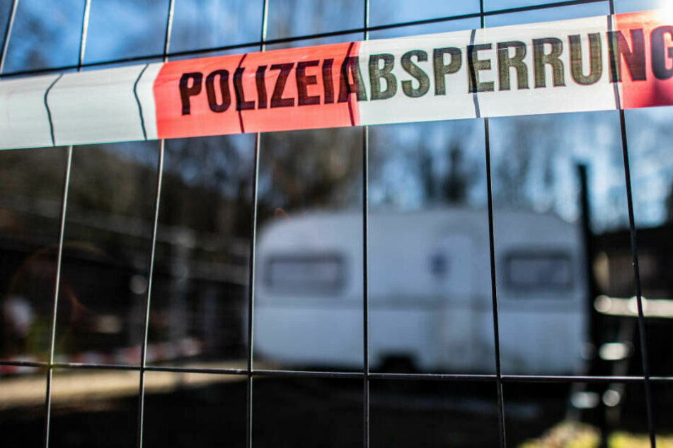 Polizei-Absperrung auf dem Campingplatz Eichwald in Lügde.