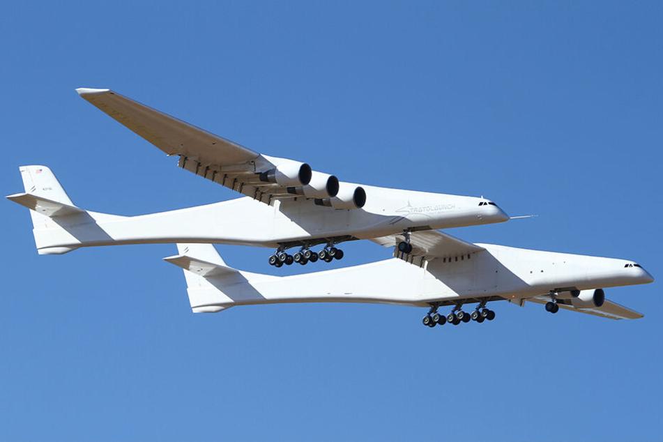 Das Flugzeug wurde gebaut, um Raketen zu transportieren und diese während des Flugs in großer Höhe ins All abfeuern zu können.