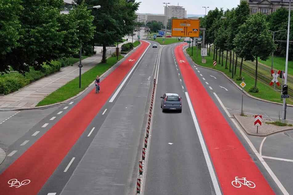 So stellt sich der ADFC die Radspuren auf der Albertstraße vor. Die Stadt plant aber tatsächlich einen Radweg samt überbreiter Autospur.