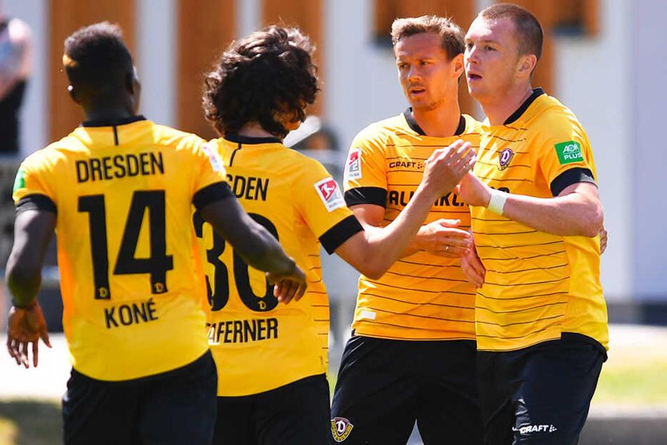 Haris Duljevic (r.) erzielte einen Doppelpack für Dynamo Dresden.