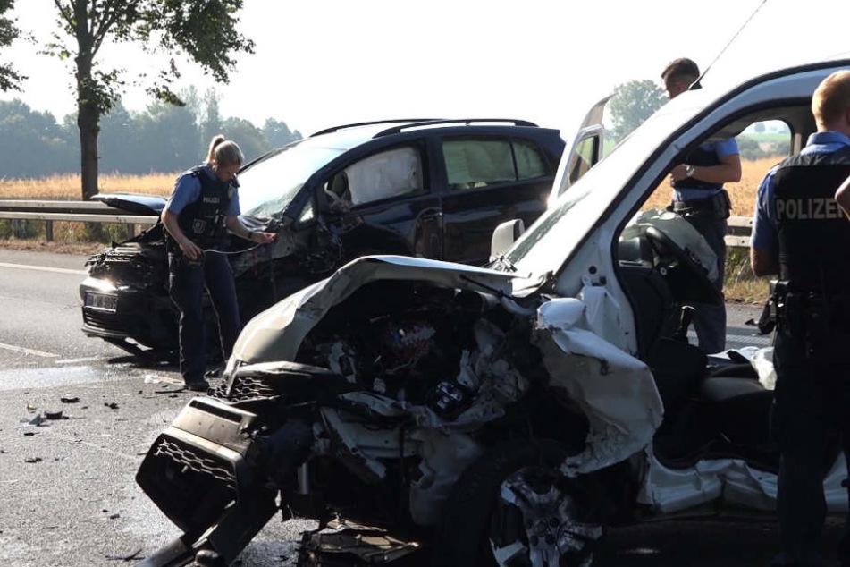 Durch den Aufprall wurden beide Fahrer schwer verletzt.