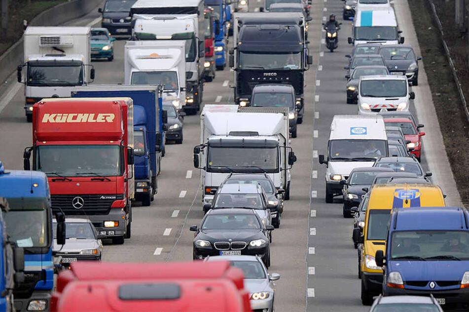 Auf der A33 kann es zu Verkehrsbehinderungen kommen. (Symbolbild)