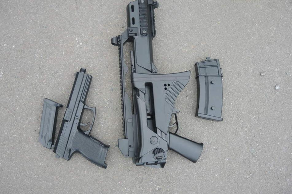 Mit diesen Waffen soll auf zwei achtjährige Kinder geschossen worden sein.