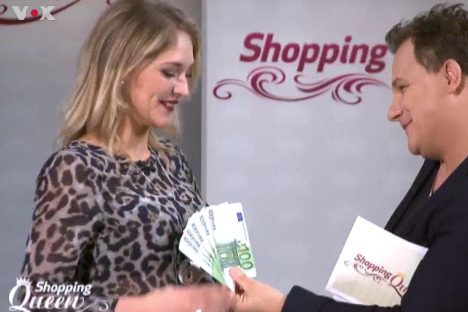 Überglücklich nahm Lena die 1000 Euro Preisgeld entgegen.