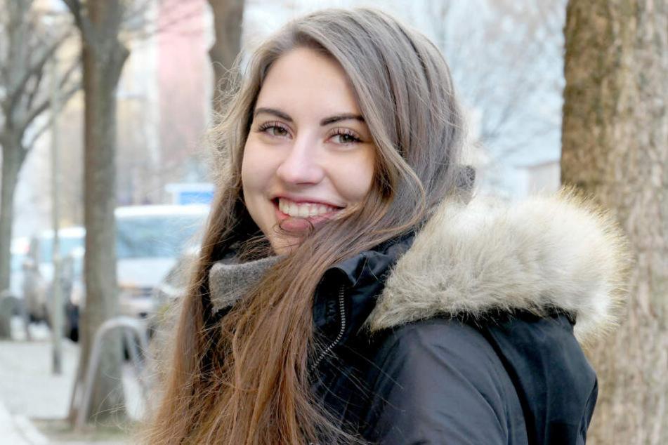 Isabelle lächelt in die Kamera.