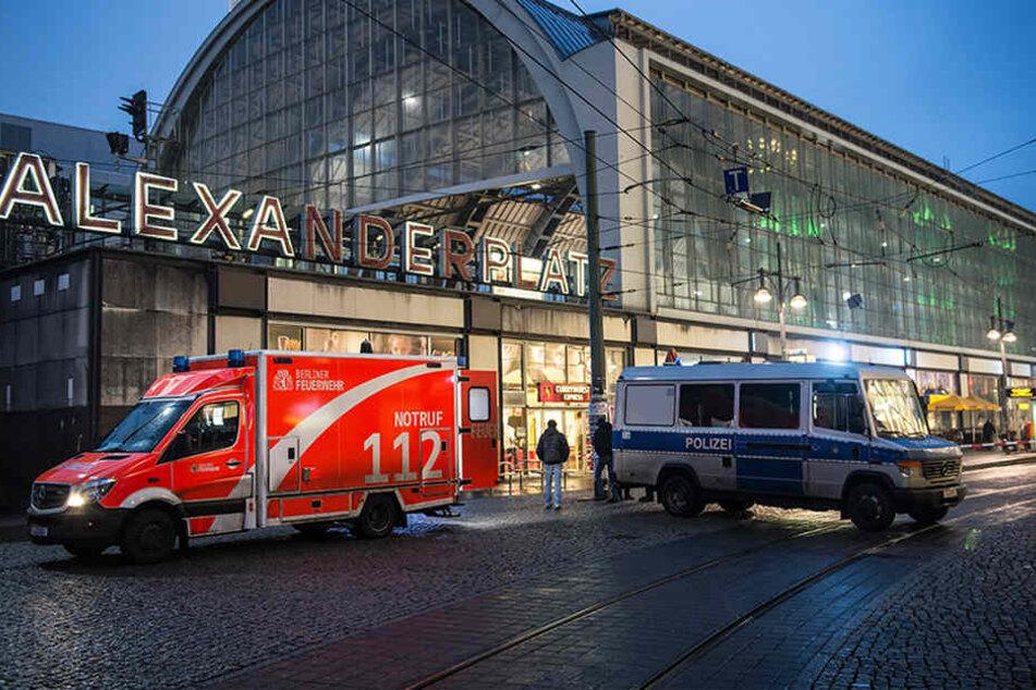 Der Alexanderplatz gehört zu den gefährlichsten Orten in Berlin. Innerhalb eines Tages kam es zu zwei großen Auseinandersetzungen mit mehreren Verletzten. (Symbolbild)