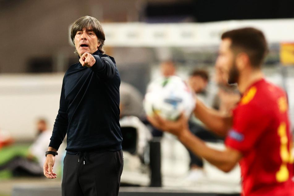 Joachim Löw (60) bleibt nach der 0:6-Blamage in Spanien DFB-Bundestrainer.
