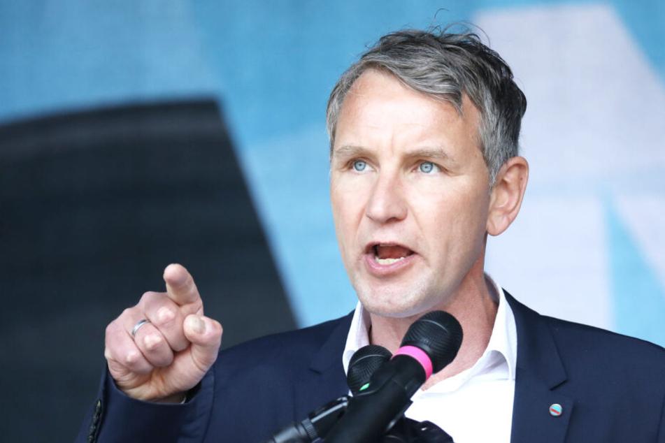 Björn Höcke ist Landesvorsitzender der AfD in Thüringen. Hier spricht er bei einer Demo am 1. Mai in Erfurt.