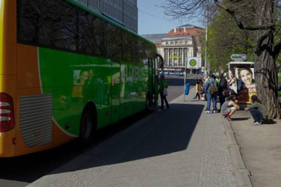 Die Fernbushaltestelle in der Goethestraße. Hier schlugen die Diebe zu.
