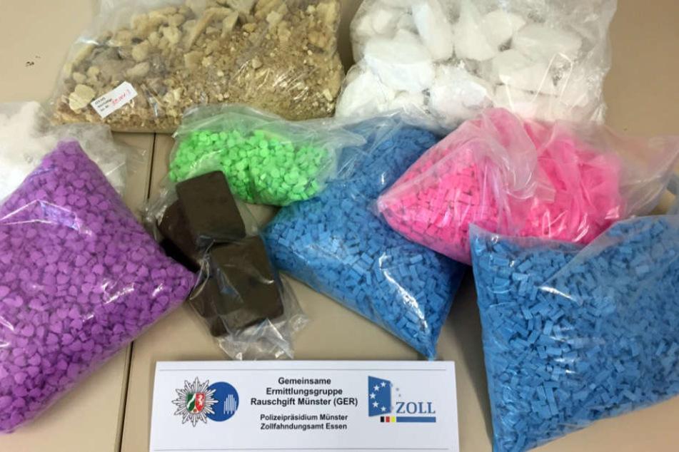 Das Bild zeigt nur einen Bruchteil der Drogen, die die Ermittler beschlagnahmten.