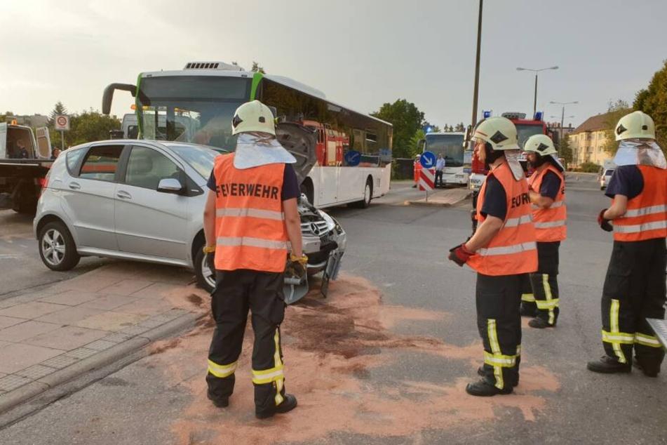 Ein Linienbus ist in Brandenburg an der Havel in ein Auto gekracht.
