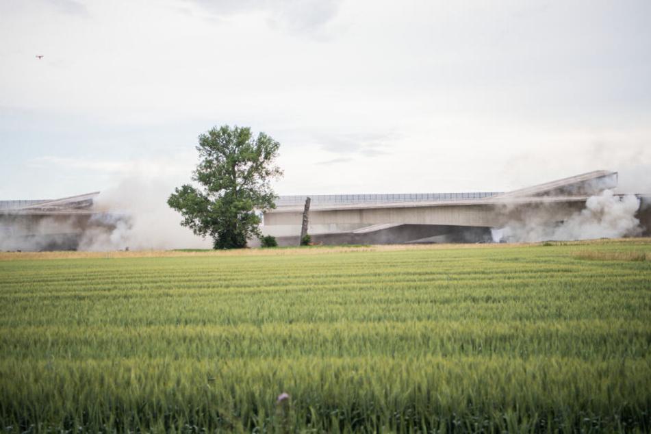 Stuttgart: Boom! Hier wird eine Autobahnbrücke gesprengt
