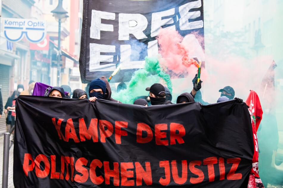 Rund 150 Menschen protestierten gegen die Inhaftierung der Waldbesetzerin.