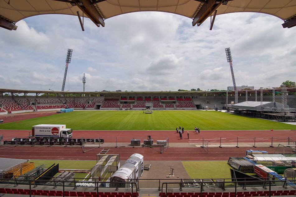 Der Klassenerhalt ist aus sportlicher Sicht geschafft, der Pokal ist gewonnen und sogar die Miete für das Steigerwaldstadion konnte gesenkt werden. Scheitert's jetzt an der Lizenz?
