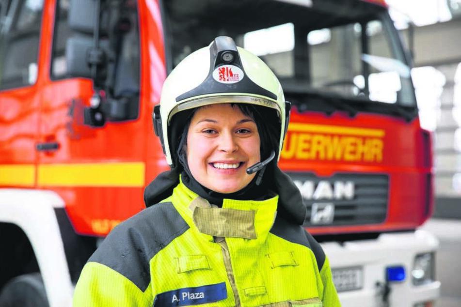 Anne Plaza (26) ist in der Ausbildung und ab August fertige Feuerwehrfrau. Ein Traumberuf, sagt sie.