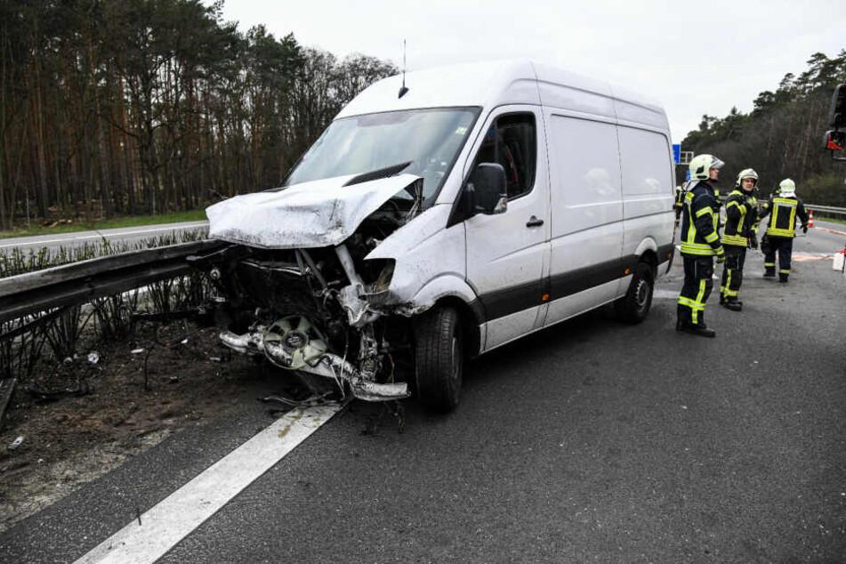 Auf der A10 in Richtung Magdeburg hat es am Freitag heftig gekracht.