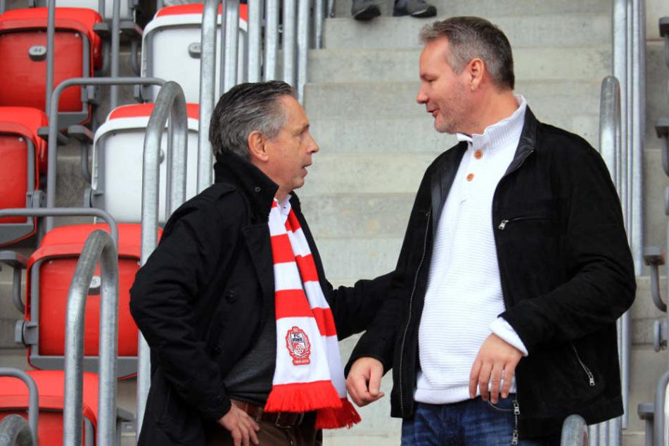 Rolf Rombach bei Heimspiel gegen die Sportfreunde Lotte im Gespräch mit seinem Vize Frank Nowag.
