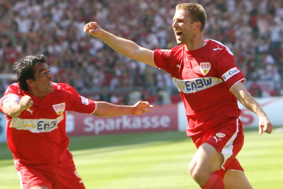Auf dem Weg zur Meisterschaft 2007: Thomas Hitzlsperger (r.) und Pavel Pardo freuen sich über den 1:1-Ausgleichstreffer gegen Energie Cottbus am 34. Spieltag.