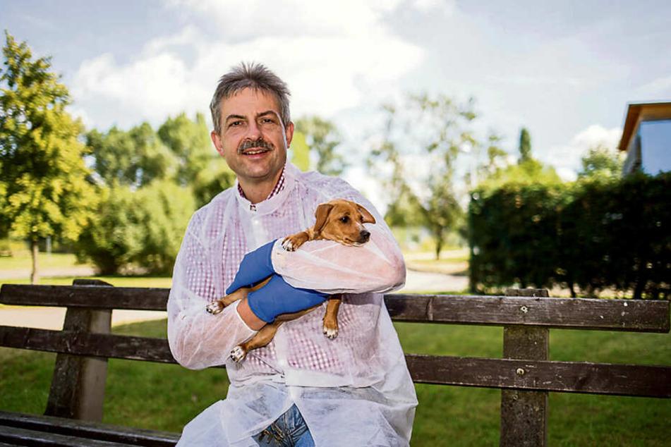 Leipzigs Tierheim-Chef Michael Sperlich möchte mit Klassik, Reggae und Erzählungen seine Hunde entspannen.