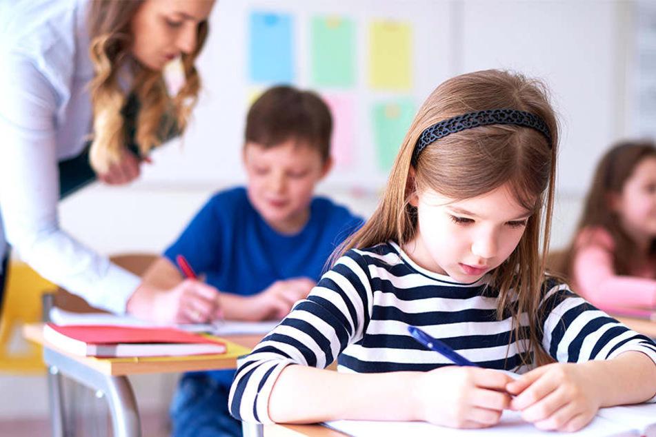 Die Zahl der Schüler in Sachsen wächst - auch das verschärft den Lehrermangel.