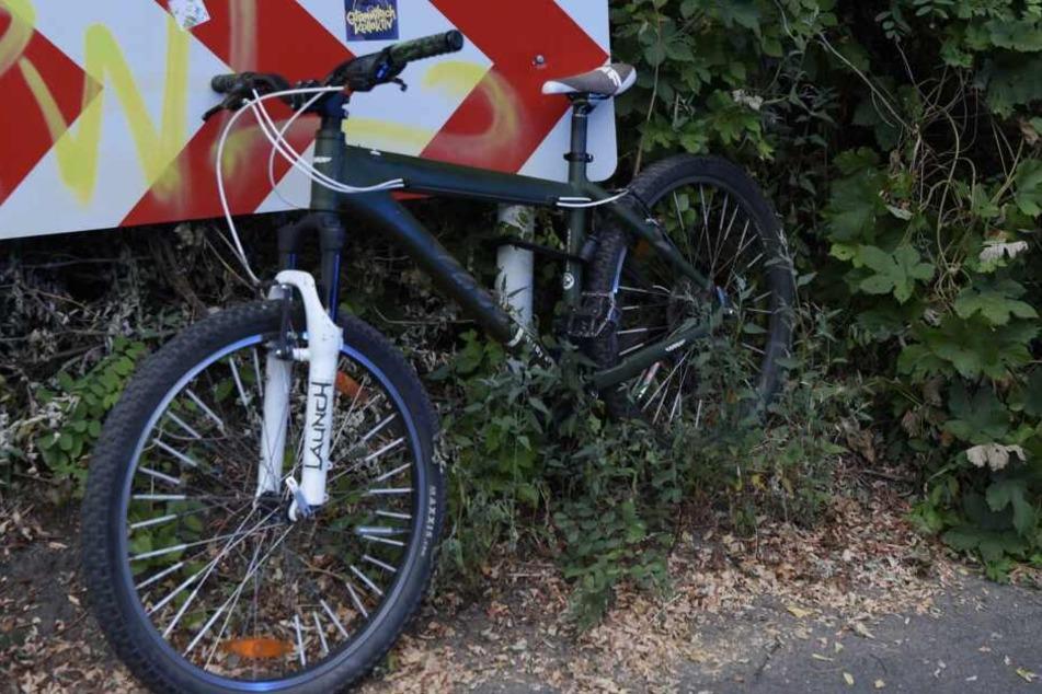 Eine Radfahrerin ist am Freitagmorgen in Berlin-Friedrichsfelde schwer gestürzt.