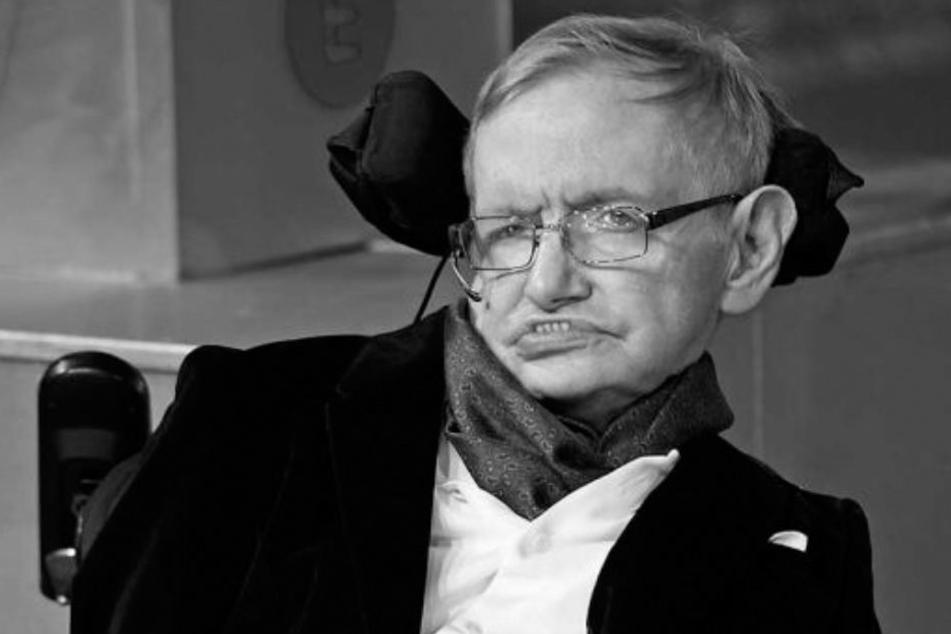 Astrophysiker Stephen Hawking verstarb friedlich in seinem Haus in Cambridge.
