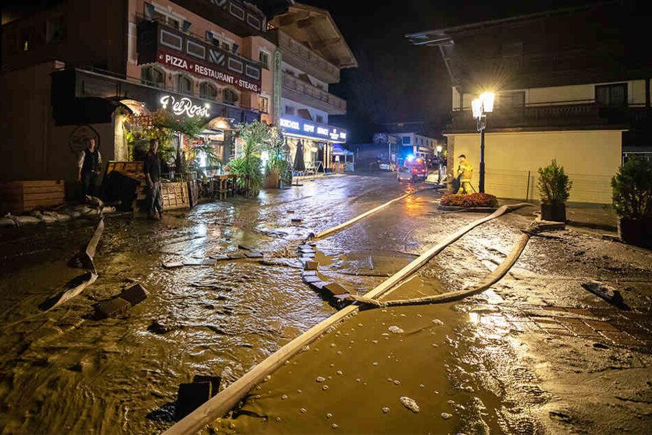 Schwere Unwetter: Hier erstickt ein Ort im Schlamm