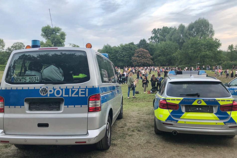 Aus Angst! Polizei schraubt Nummernschilder an Einsatzfahrzeugen ab