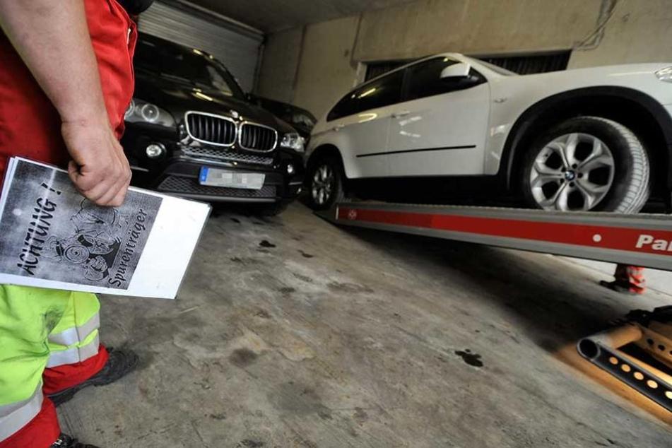 Keine Arbeit aber dicke Schlitten, wenn das Geld für Autos aus Verbrechen stammt, werden sie künftig beschlagnahmt.